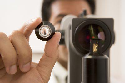 El empeoramiento de la visión en retinopatía hipertensiva aguda